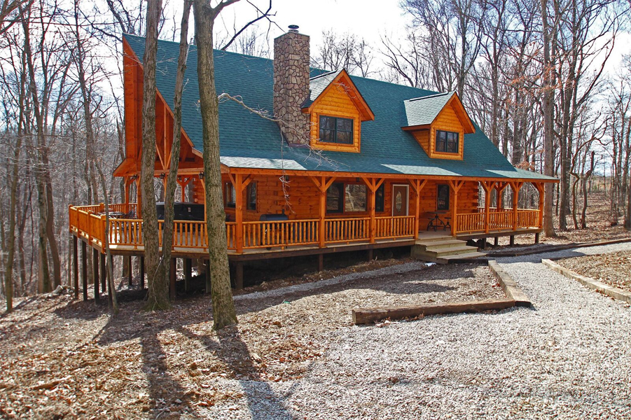 8 Dudes Lodge in Hocking Hills Ohio offering 5 Queen beds and 3 Queen beds in open loft, Sleeps 18